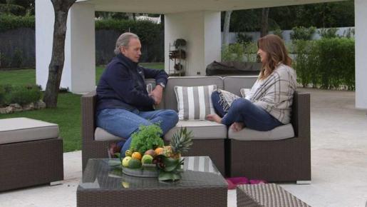 """Bertín Osborne y Mariló Montero, en un momento del programa """"En tu casa o en la mía""""."""