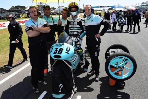 El piloto mallorquín Joan Mir, sobre su moto, con el equipo Leopard.