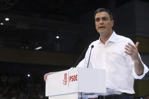El secretario general del PSOE, Pedro Sánchez, durante su intervención en el acto de presentación, en el polideportivo Magariños de Madrid, de las candidaturas al Congreso y el Senado.