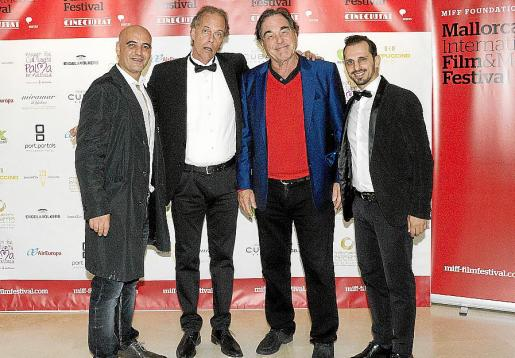 Giuliano, Vincent Russo, Oliver Stone y Enzo Amos