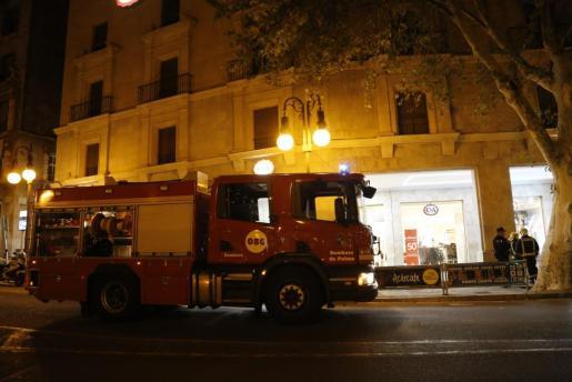 Incendio en el centro comercial C&A de Palma.