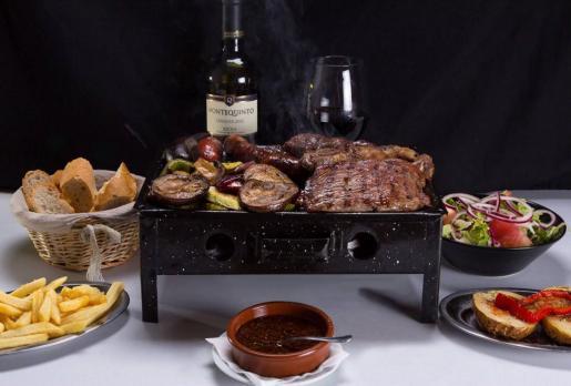 Las carnes a la brasa son una especialidad de El Alpendre.