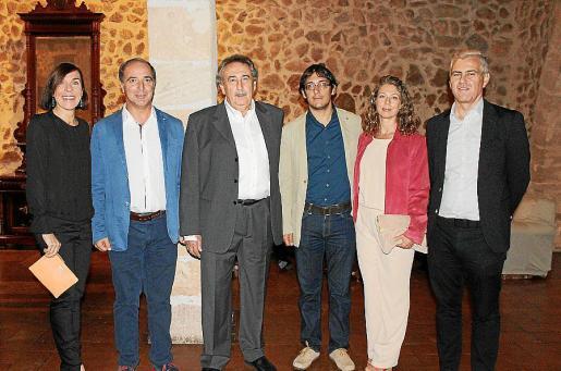 Pilar Carbonell, Antoni Fuster, Bartomeu Servera, el conseller Iago Negueruela, Pilar Sansó y Josep Melià.