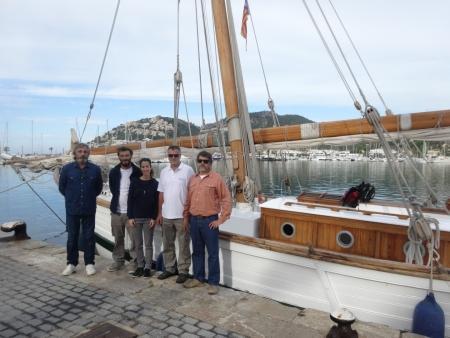 La consellera y el director insular con la tripulació de La Balear.