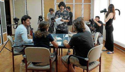 Reunión de rodaje con el equipo y sus colaboradores.