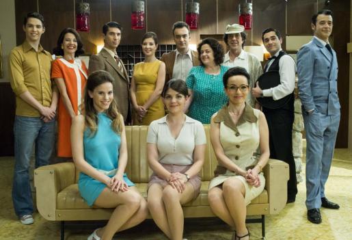 El elenco de la nueva serie de IB3 Televisió, 'Hotel Bellavista'.