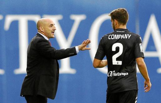 El entrenador del Mallorca, Albert Ferrer, habal con Company durante el partido en Butarque.