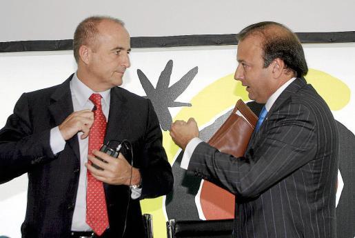 El ministro Miguel Sebastián y Joan Mesquida, en la pasada feria World Travel Market de Londres.