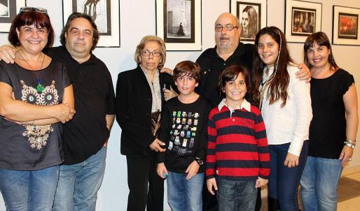 Mercedes Rodríguez, Vicenç Negre Llavería, Asunción Llavería, Andreu Negre y Amparo Rodríguez y los niños Pau, Nico y Carlota Negre.