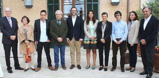 Pedro Comas, Paula Mir, Paulí Buchens, Ramón Rufín, José Hila, Mercedes Revilla, Carmen Serra, Miquel Àngel Roig, Paula Serra y Miquel Serra.