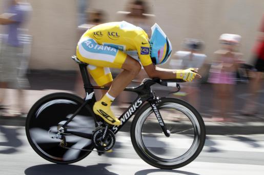 El ciclista del equipo Astana, Alberto Contador, durante la decimonovena etapa del Tour de Francia.