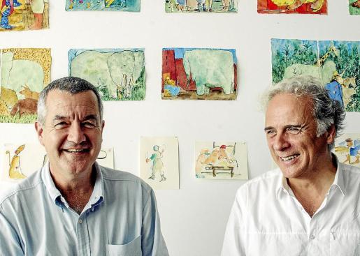 Perico Pastor y Miquel Desclot en Barcelona en la presentación del 'Llibre de les bèsties'.