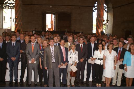 antich con altos cargosLos primeros cargos de la Administración autonómica, hace tres años, en una reunión con Antich tras su toma de posesión.
