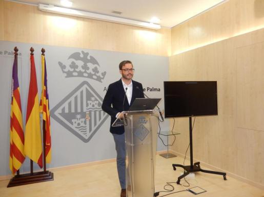 El alcalde de Palma José Hila durante una conferencia de prensa ofrecida la mañana de ese lunes en Cort.