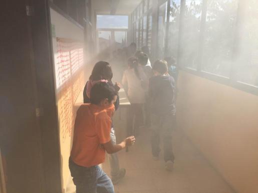 Momento de la evacuación de los alumnos.
