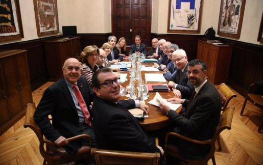 El mensaje de su cuenta de Twitter, firmado con sus iniciales (FH), va acompañado de una fotografía de los miembros del Govern, encabezados por el president en funciones Artur Mas, durante la reunión del Consell Executiu.