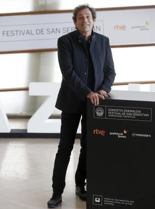 Agustí Villaronga, Premio Nacional de Cinematografía en 2011, el año en que su película «Pa negre» arrasó en los Goya, durante la presentación a concurso en el Festival de Cine de San Sebastián su cinta «El rey de la Habana», una sorprendente narración de la Cuba de hoy.
