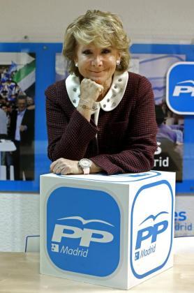 La presidenta del PP de Madrid, Esperanza Aguirre, durante una entrevista.