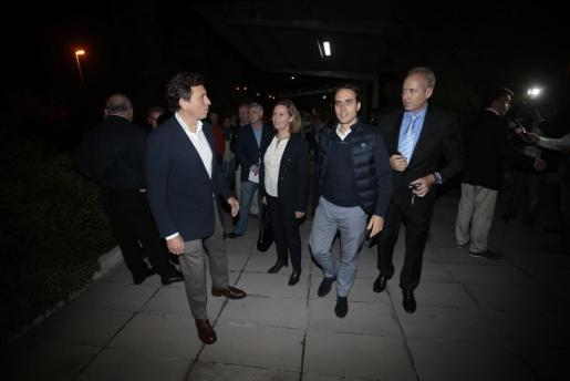 Álvaro Gijón junto a Mateu Isern.