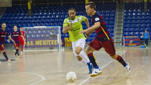 Un lance del encuentro entre el Futsal y el Barcelona. Foto: Víctor Salgado