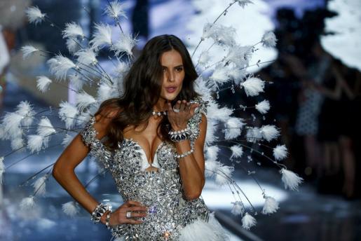 Una de las modelos que participó en el desfile.