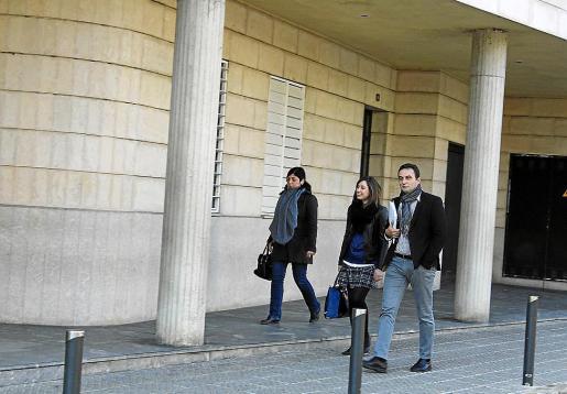 Bartomeu Cifre a su llegada al juzgado de Inca el 20 de febrero de 2015 para testificar.