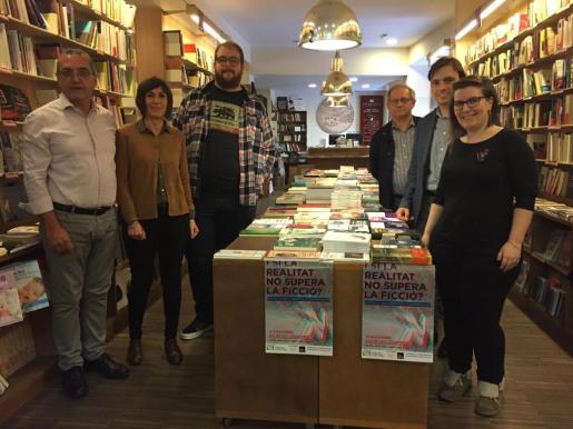 Toni Sureda, Francisca Niell, Miquel Ferrer, Francesc Sanchis, Francesc Miralles y Mireia Ferriol presentaron la jornada en la librería Literanta, en Palma.