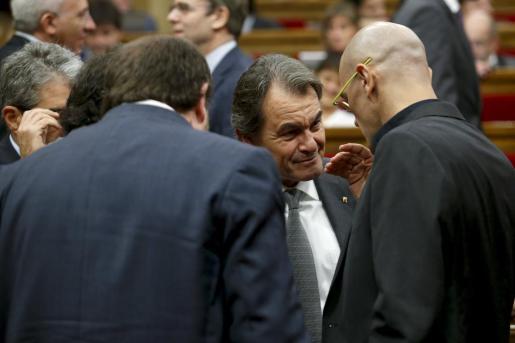 Artur Mas, conversando con Oriol Junqueras y Raül Romeva.