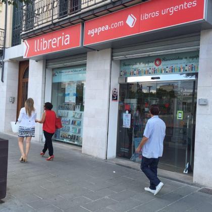 La librería Agapea Palma está junto a la Plaça d'Espaya.