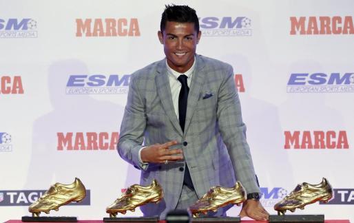 El portugués del Real Madrid Cristiano Ronaldo durante la ceremonia de entrega de su cuarta Bota de Oro.