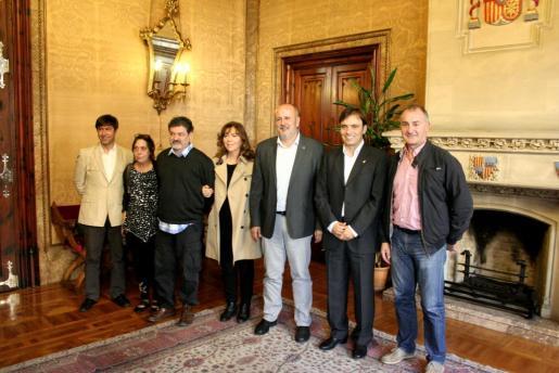 Sebastià Rubí, Joana Font, Toni Garau, Maria del Mar Bonet, Miquel Ensenyat, Francesc Miralles y Jaume Tomàs en el Consell.