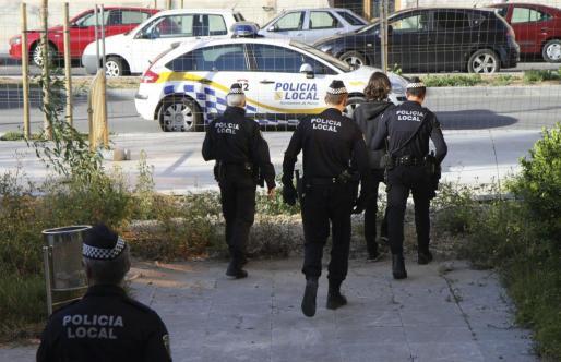 La Policía Local de Palma envió a cuatro unidades hasta el centro de acogida.