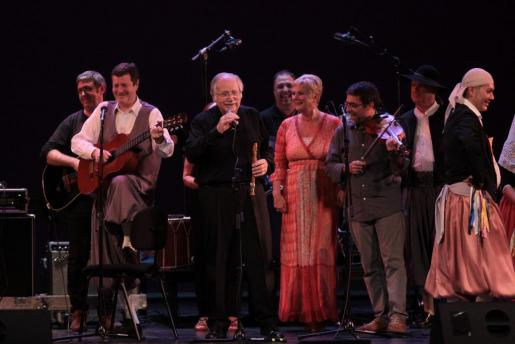 Un momento del recital, con Tomeu Estaràs y Genia Tobin (centro).