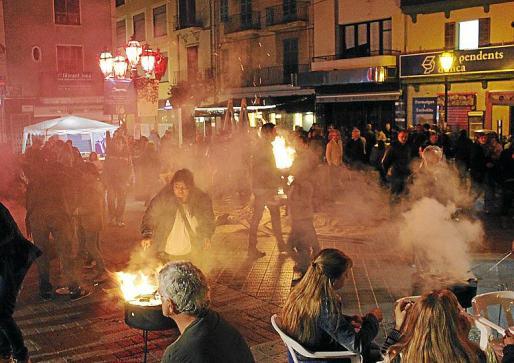 Los 'inquers' pudieron 'torrar' en las catorce hogueras que se encendieron.