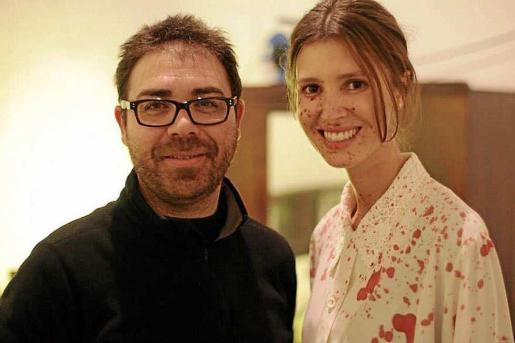 El director de cine Héctor Escandell junto a la modelo y actriz Ana Vide.
