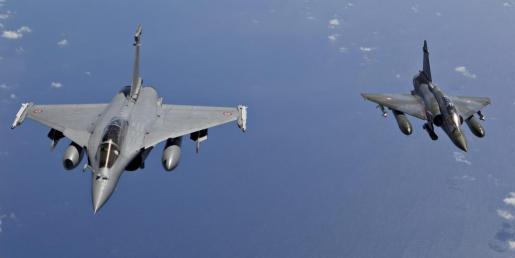 Fotografía de archivo de dos aviones franceses.