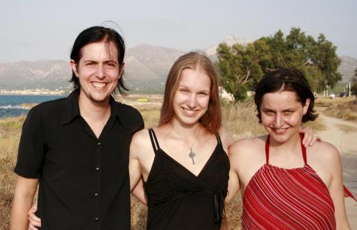 Jan Marek Sík, Lenka Hrenjsemnova i Jana Kuklova disfrutan en Mallorca.
