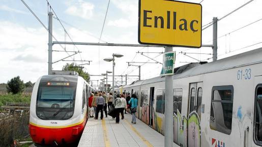 Los usuarios deben apearse en la estación de s'Enllaç, en Inca, para cambiar de los trenes eléctricos a los propulsados por gasóleo.
