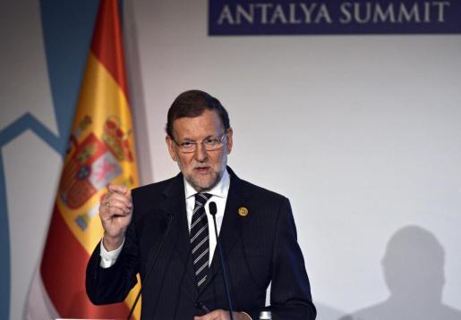 El presidente del Gobierno español, Mariano Rajoy, durante una rueda de prensa con motivo de la décima cumbre del G20 celebrada en Antalya (Turquía).