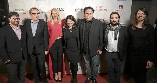Pep Lluís Pons, Colm Meaney, Sandra Seeling, Pilar Garcés, Toni Bestard, Marcos Cabotà y Marga Melià.