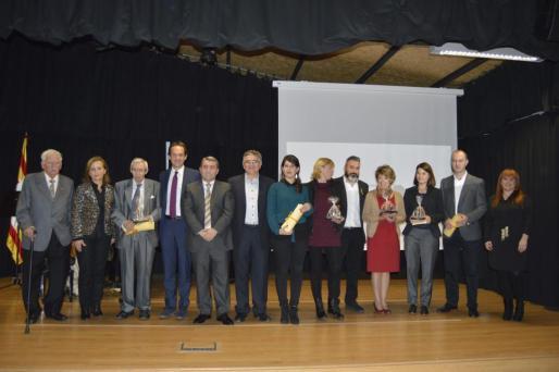 Los premiados junto al conseller Marc Pons y el alcalde Virgilio Moreno.