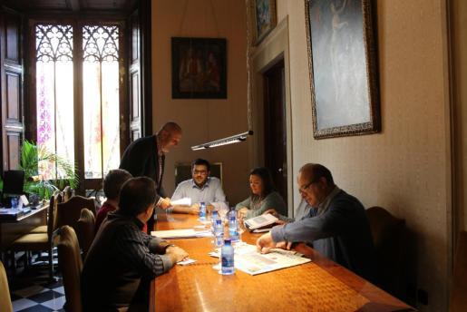 Moment de la reunión entre Vidal y miembros del Consell de Mallorca.