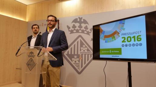 El alcalde de Palma, el socialista José Hila, durante la presentación de los presupuestos de Cort para 2016, que ascienden a 540 millones de euros.