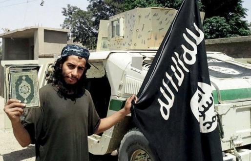 El supuesto 'cerebro' de los atentados de Estado Islámico en París, Abdelhamid Abaaoud, murió durante la operación policial de este miércoles en Saint Denis, según dos fuentes de los servicios de Inteligencia europeos citadas por el periódico estadounidense 'The Washington Post'.