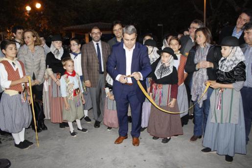 Momento en que Virgilio Moreno inaugura el Dijous Bo 2015.