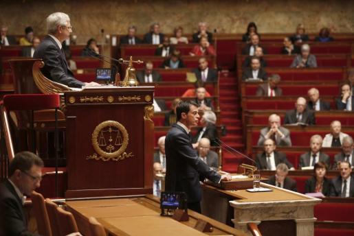 El primer ministro farncés Manuel Valls durante el debate para extender el estado de emergencia. Foto: CHARLES PLATIAU