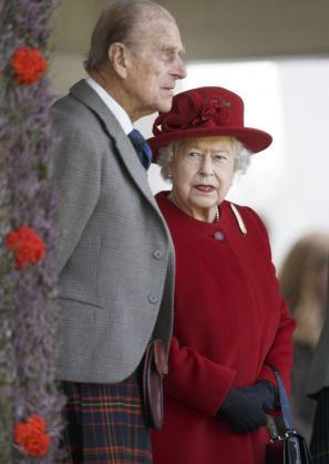 La reina Isabel II, junto a su marido, el Duque de Edimburgo, en una imagen de archivo.