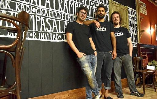 Germán Conde, Diego Ingold y Pere Pau Sancho, integrantes de la agrupación, en la Sala Trampa.