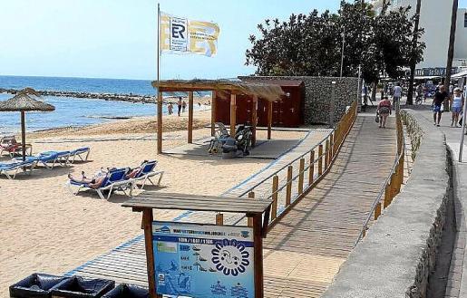 Se construirán baños públicos en el paseo marítimo y se mejorará la playa de Cala Bona.