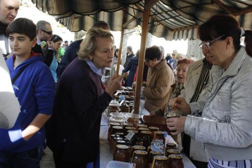 Alrededor de 25 apicultores no faltaron a su cita anual y ofrecieron sus productos a los visitantes.